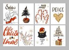 La tarjeta de felicitación dibujada mano de la Feliz Navidad del vector fijó con los ciervos lindos, gato, cajas de regalo, árbol stock de ilustración