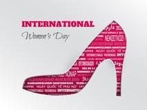 La tarjeta de felicitación internacional del día del ` s de las mujeres con rosa cuted el zapato con la nube de la palabra en otr ilustración del vector
