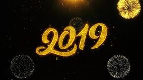 La tarjeta de felicitaciones de los deseos de la Feliz Año Nuevo 2019, invitación, fuego artificial de la celebración colocó