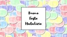 La tarjeta de Navidad de Buone Feste Natalizie con la chuchería en colores pastel del arco iris como fondo, enfoca adentro metrajes