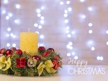 La tarjeta de Navidad con la guirnalda adornó la decoración del día de fiesta Foto de archivo libre de regalías