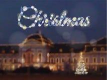 la tarjeta de navidad con la casa rbol adornado por el brillo se enciende fotos