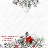 La tarjeta de Navidad con las decoraciones en un blanco texturizó el fondo w Foto de archivo libre de regalías