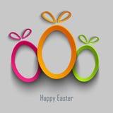 La tarjeta de pascua con diseño abstracto cortó los huevos coloreados