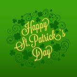 La tarjeta de St Patrick con el trébol y la tipografía Fotografía de archivo