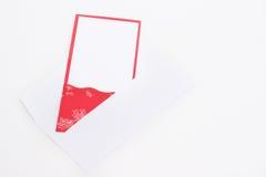 La tarjeta del Año Nuevo se pega hacia fuera del sobre Fotografía de archivo libre de regalías