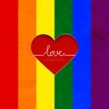 La tarjeta del arco iris con el corazón celebra la igualdad