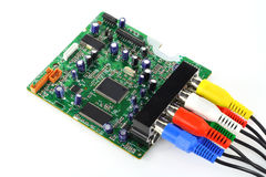 La tarjeta del circuito impreso con los cables conectados foto de archivo libre de regalías