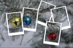 La tarjeta del día de fiesta con las bolas de la Navidad en pino ramifica Imagenes de archivo