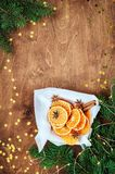 La tarjeta del día de fiesta por el Año Nuevo es 2019 en colores calientes, de moda Composición de la Navidad de los ingredientes imagen de archivo libre de regalías