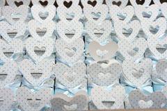 La tarjeta del día de San Valentín da la caja fotografía de archivo libre de regalías
