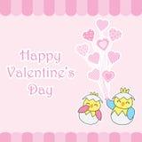 La tarjeta del día del ` s de la tarjeta del día de San Valentín con los polluelos lindos de los pares trae los globos del amor Fotos de archivo libres de regalías