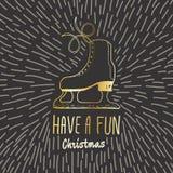 La tarjeta del vintage de la Navidad con con los patines de hielo dibujados mano y el texto 'tienen una Navidad de la diversión' Imagen de archivo