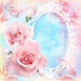La tarjeta floral blanda del día de fiesta con las rosas florecientes, el espejo y el texto colocan Tema de la boda Imagen de archivo