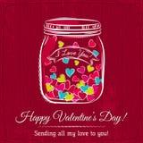 La tarjeta roja de la tarjeta del día de San Valentín con el tarro llenó del corazón Fotos de archivo libres de regalías