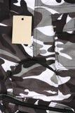 La tasca del cammuffamento del primo piano B&W ansima/mette con l'etichetta Fotografia Stock Libera da Diritti