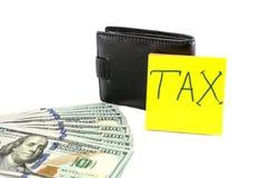 """La tassa dei dollari, del portafoglio e dell'iscrizione """"su un fondo bianco fotografie stock"""