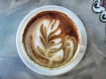 La tasse de café de latte-art photo stock