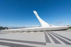 La tasse de la flamme olympique en parc d'Olimpic Photo stock