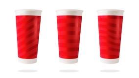 La tasse de papier et les rayures rouges rayent la conception sur le fond d'isolement avec le chemin de coupure image stock