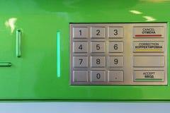 La tastiera con i bottoni per il BANCOMAT in carico ed entrante lavora le cifre a macchina immagine stock