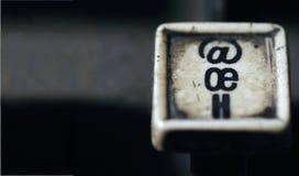 La tastiera della linotype segna il oe con lettere, primo piano di chiavi di bianco di h con spazio fotografie stock