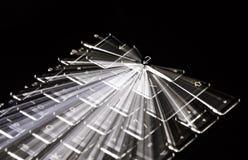 La tastiera illuminata bianco, tracce della luce intorno entra nella chiave, fondo nero Immagini Stock