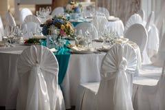 La tavola dell'eleganza ha installato per nozze nel ristorante Fotografia Stock Libera da Diritti