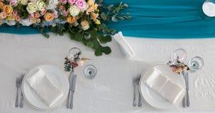 La tavola dell'eleganza ha installato per nozze nella vista superiore del turchese Fotografia Stock
