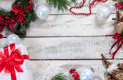 La tavola di legno con le decorazioni di Natale Immagine Stock Libera da Diritti