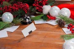 La tavola di legno con le decorazioni di Natale Fotografie Stock Libere da Diritti