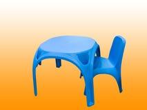 La tavola di plastica e la sedia dei bambini Immagini Stock Libere da Diritti