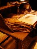 La tavola tradizionale per tabacco lascia il rotolamento per fare un sigaro perfetto, in Cuba Immagini Stock Libere da Diritti