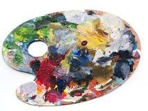 La tavolozza degli artisti con i colori si mescola sopra fondo bianco Immagini Stock Libere da Diritti