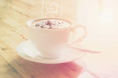 La taza de café con la luz para el descanso para tomar café relaja concepto del tiempo Imágenes de archivo libres de regalías