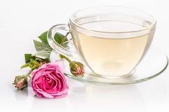 La taza de cristal de té con subió Fotografía de archivo