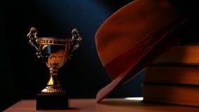 La taza del oro reserva la tabla del sombrero metrajes