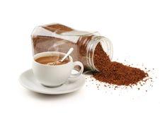 La tazza di caffè ed il caffè hanno versato da un barattolo Fotografia Stock
