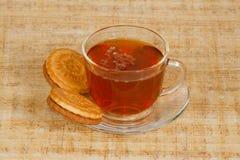 La tazza di tè e dei biscotti Immagini Stock
