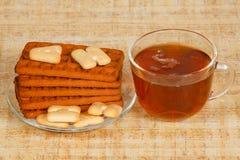 La tazza di tè e dei biscotti Immagini Stock Libere da Diritti