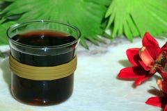 La tazza di t? calda nera non marmorizza nessuno immagine stock