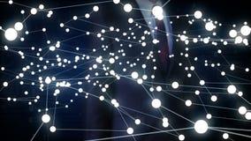 La tecnología humana conmovedora de IoT del icono del hombre de negocios conecta el mapa del mundo global los puntos hacen el map