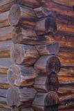 La tecnología que construye una casa fuera de la madera Foto de archivo libre de regalías