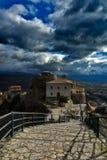 La tempête est sur le point de lâcher sur le petit village, endroit Muro Lucano Italie du sud photo libre de droits