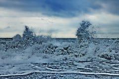 La tempête ondule en mer Photographie stock
