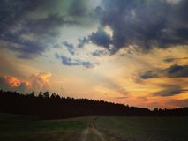 La tempête vient avec le coucher du soleil /4 Image stock