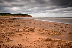 La tempestad de arena de la playa como huracán acerca Foto de archivo