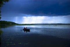 La tempestad de truenos en un lago Fotos de archivo libres de regalías