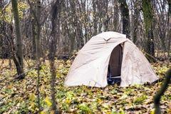 La tenda è nella foresta di autunno Immagine Stock Libera da Diritti