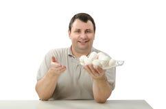 La tenuta del canestro di vetro del pollo bianco eggs Fotografia Stock Libera da Diritti